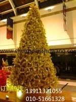 金色钢结构框架圣诞树